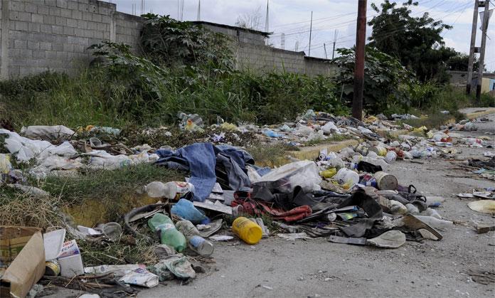 BASURA EN CABUDARE. 02-01-2016 FOTO: STIVEN VALECILLOS