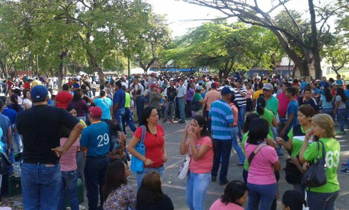 Docentes se concentraron en la plaza los ilustres para for Plazas de docentes 2016