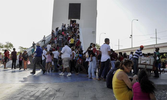 CARNAVALES EN EL OBELISCO. 08-02-2016 DOTO: STIVEN VALECILLOS