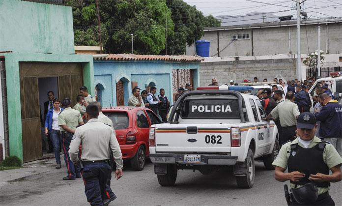 ATRACO A UN  POLICIA MUNICIPAL  FALLECIENDO EN EL SITIO BARRIO ANDREZ ELOY BLANCO  03/02/2016  FOTO ANGEL ZAMBRANO