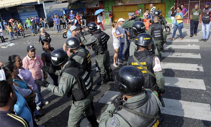PROTESTA EN LA CAÑADA POR AGUA. 15-02-2016 FOTO: STIVEN VALECILLOS