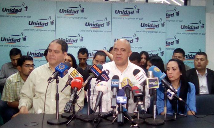 Más venezolanos empiezan a caminar hacia Caracas