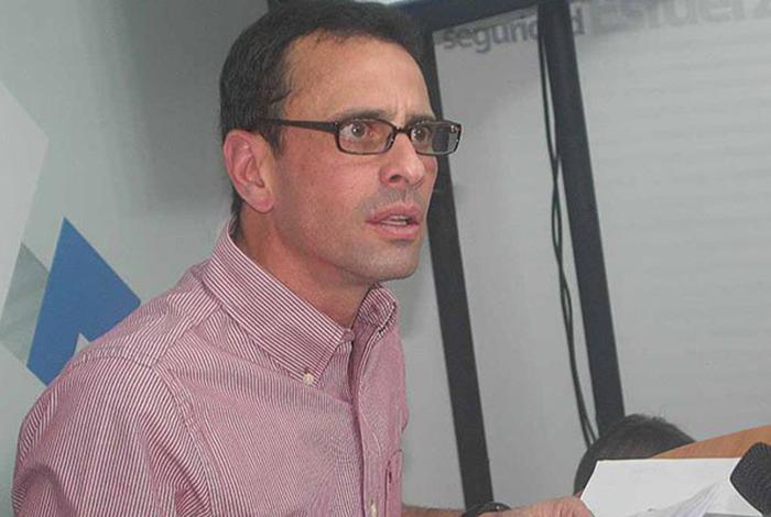Denuncian por falsificación de documentos a Capriles