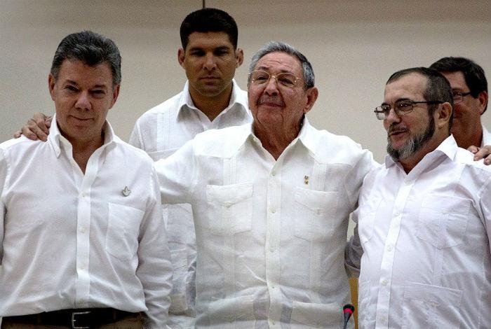 Gobierno colombiano y FARC firman nuevo acuerdo de paz