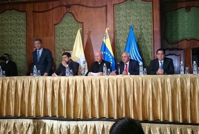 Gobierno de Venezuela y oposición acuerdan normalizar funciones de los poderes públicos