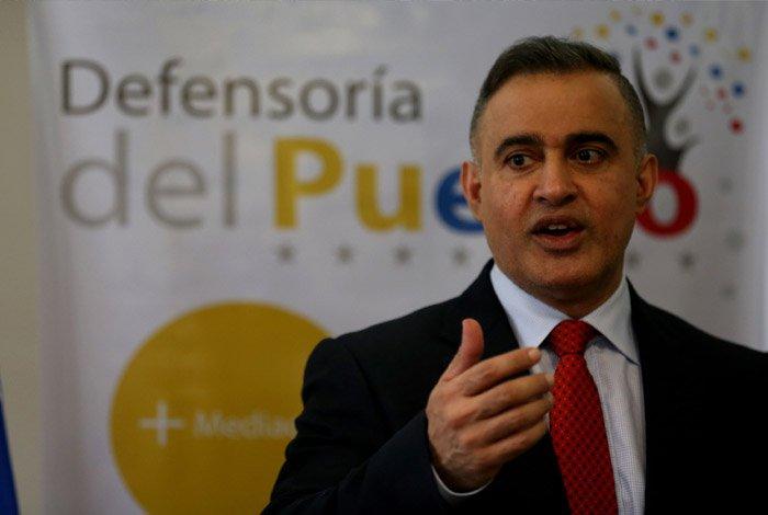 Defensor exhortó a pagar pensiones con billetes de alta denominación