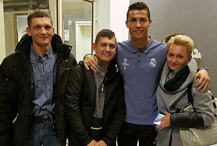 Ronaldo se reencuentra con joven que despertó de un coma