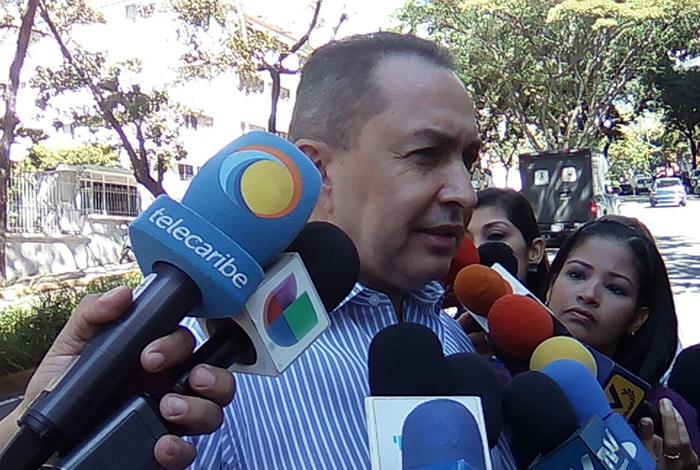 Richard Blanco: El diálogo que ofrece el Gobierno es para oxigenar a Maduro