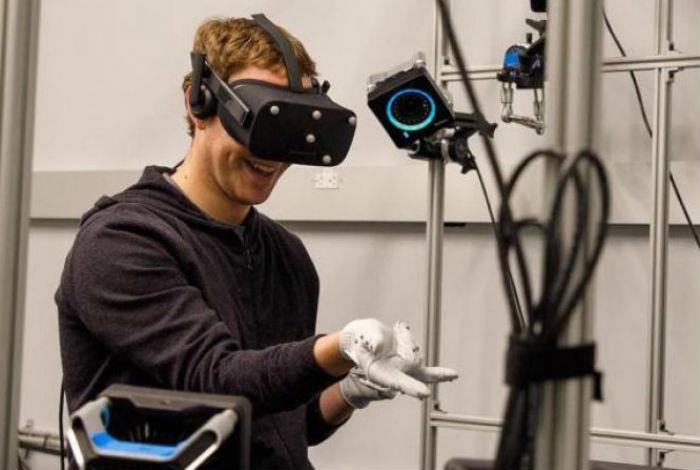 Zuckerberg mostró cómo podremos tocar la realidad virtual