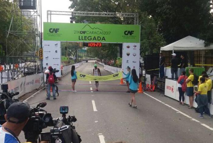 Colombiano gana los 42 km del Maratón CAF en Venezuela