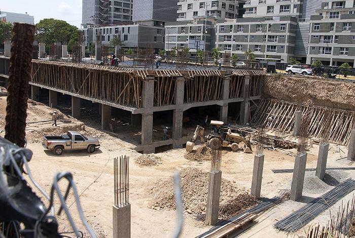 Resultado de imagen para Construcción afectada por falta insumos financiamiento y caída del poder adquisitivo
