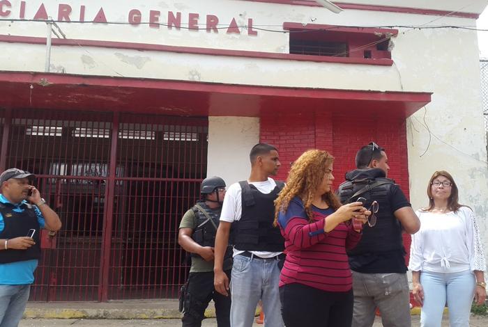 Restos de siete presuntos presos hallados en desalojada prisión venezolana