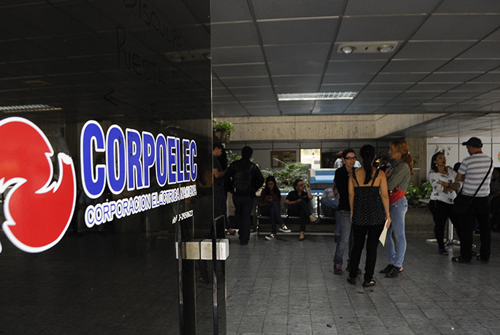 Venezuela entra en incumplimiento de pago por bono de Corpoelec