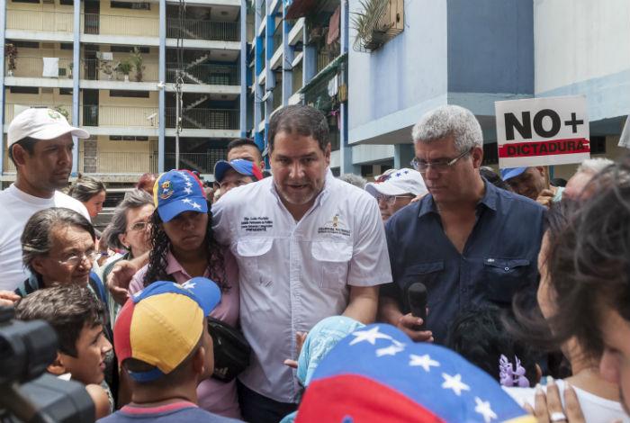 Henri Falcón denuncia represión en la Urbanización Sucre de Barquisimeto