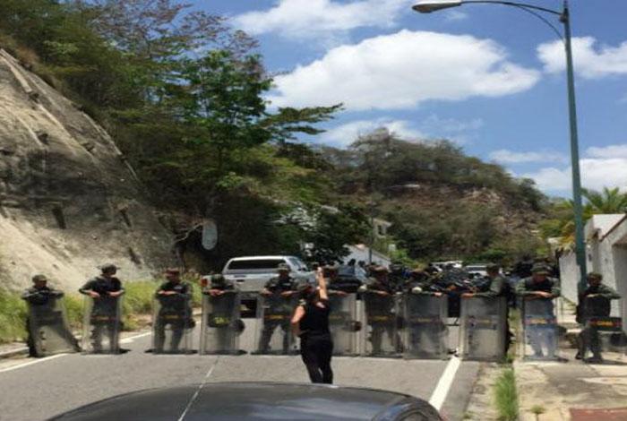 Esposa del general Ángel Vivas denunció que fue detenido