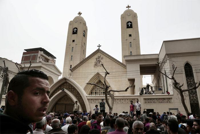 Mueren 43 personas tras ataque terrorista a dos iglesias en Egipto