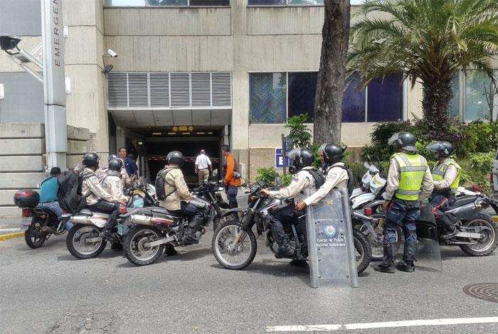 Así reprime el régimen chavista la marcha de la oposición