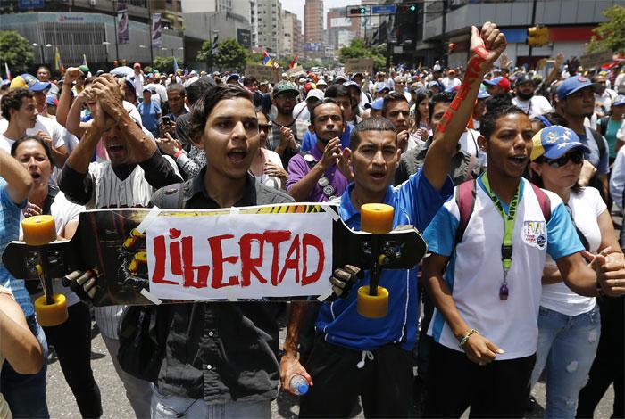 Supremo venezolano dice Maduro puede convocar a Constituyente sin referendo