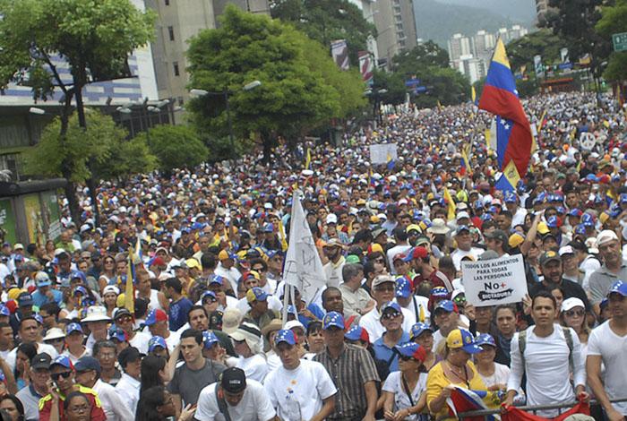 Lucena: proceso constituyente llevará la paz al país
