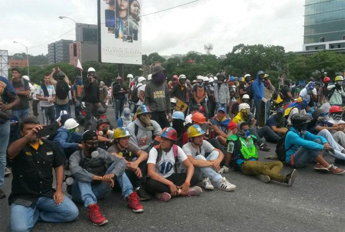 Manifestantes se concentran en los alrededores de VTV