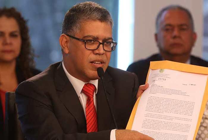 Jaua admitió que migración de profesores está afectando al sector universitario