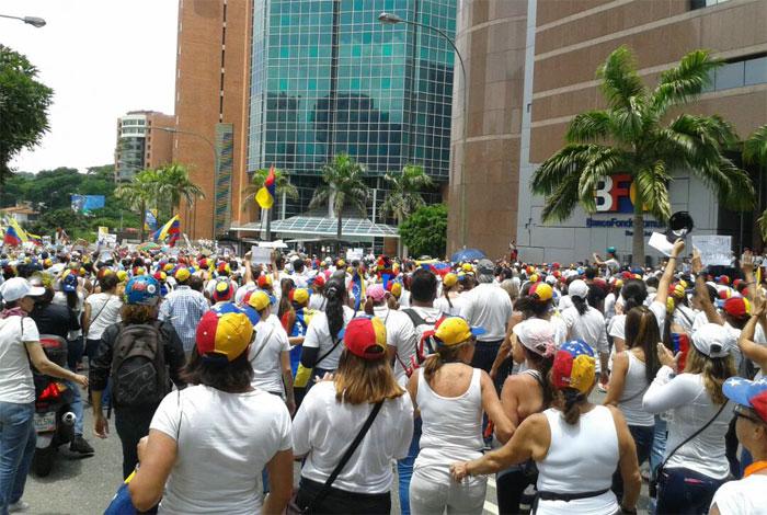 GNB cerró la autopista Francisco Fajardo