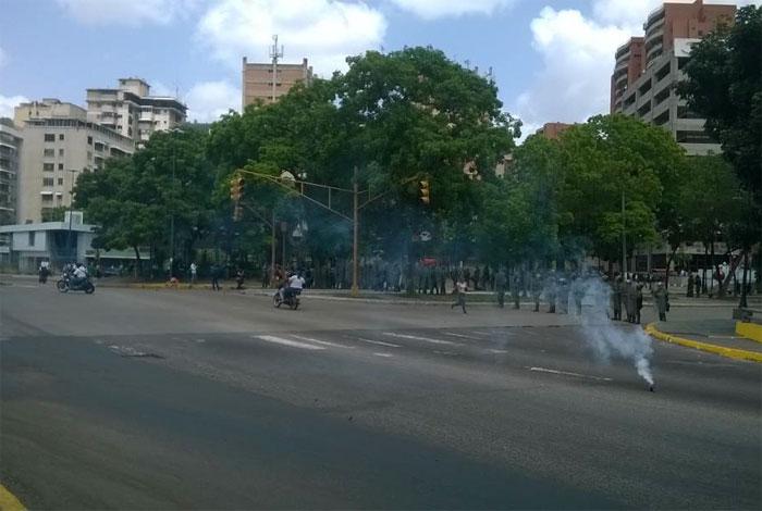 Reprimen a manifestantes que trancaron paso en la Francisco Fajardo