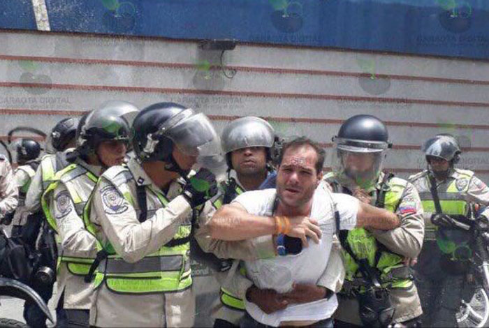 Detienen a dirigente opositor venezolano en concentración previa a marcha