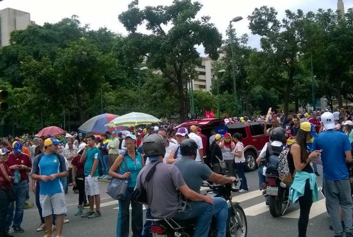 Oposición marcha hasta bases militares y chavismo por la Batalla de Carabobo