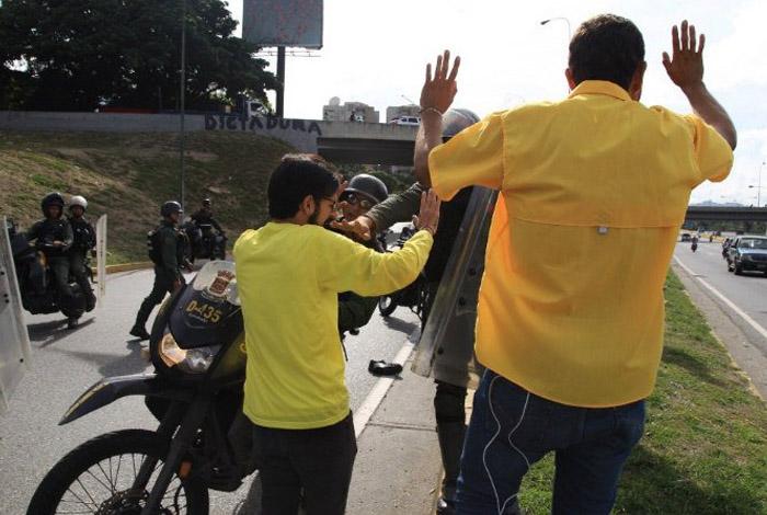 Colombia rechazó la agresión física que recibieron diputados opositores (+Comunicado)