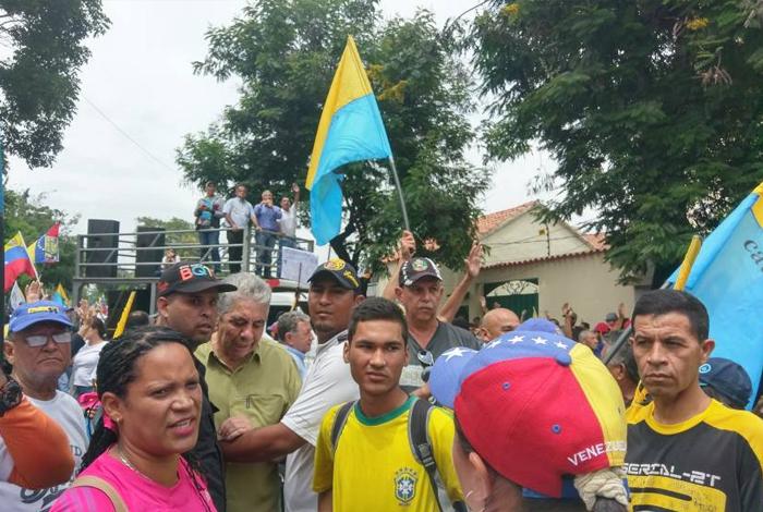GNB lanza bombas lacrimógenas a manifestantes en Montalbán y La Candelaria