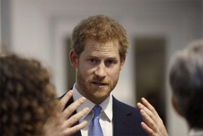 Príncipe Enrique dice nadie quiere ser rey o reina de Inglaterra