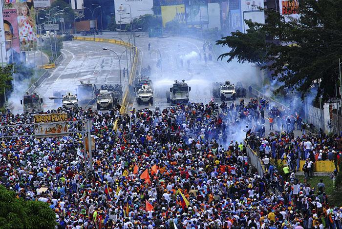 Venezolanos harán respetar la Constitución actual — Julio Borges