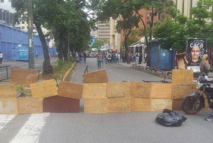 Reprimen protesta de estudiantes en la avenida Andrés Bello