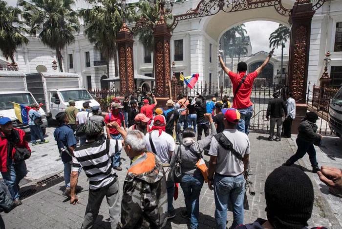 VENEZUELA: Colectivos irrumpieron y atacaron a diputados en la Asamblea Nacional