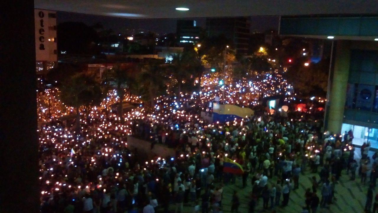 Oposición convoca marcha nocturna este jueves en honor a los caídos