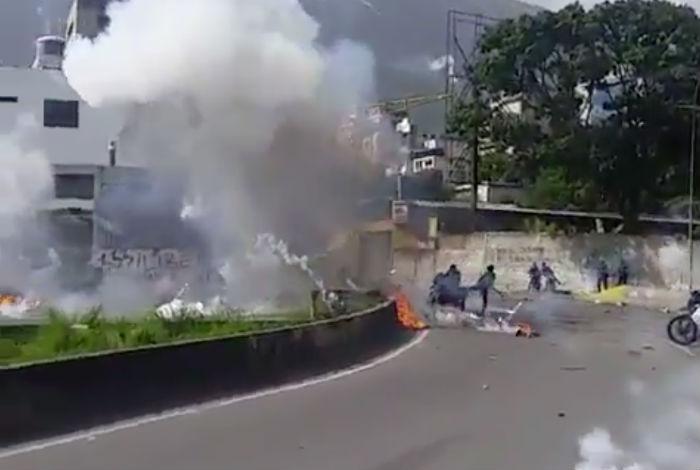 VIDEO 7 GNB resultaron heridos por artefactos explosivo en Altamira #10Jul