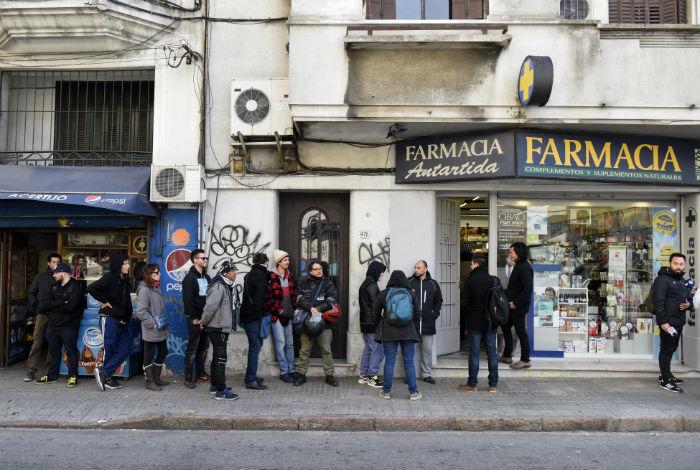 Resultado de imagen para Uruguay: Farmacias usarán cuentas alternativas para marihuana