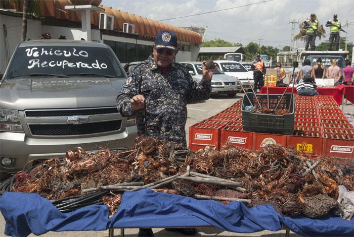 Resultado de imagen para POLICIAS EN EL ZULIA ROBAN CABLES DE CORPOELEC