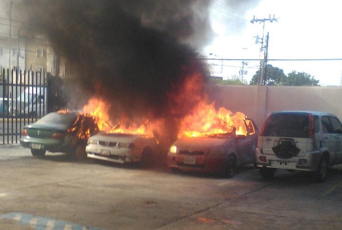 Atacan con bombas molotov la sede de un diario venezolano