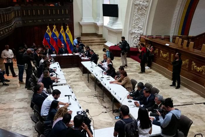 Impiden ingreso de 15 parlamentario opositores al Congreso — Venezuela