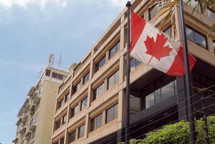 PNB lanzó gases lacrimógenos a embajada de Canadá en Caracas #8Ago