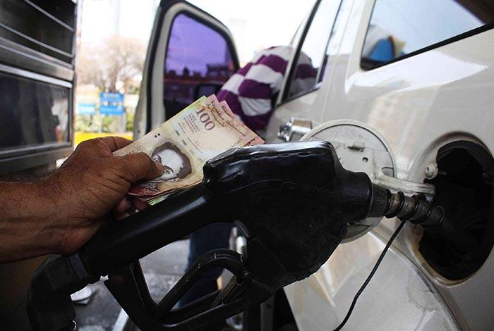 Resultado de imagen para crisis de gasolina en venezuela