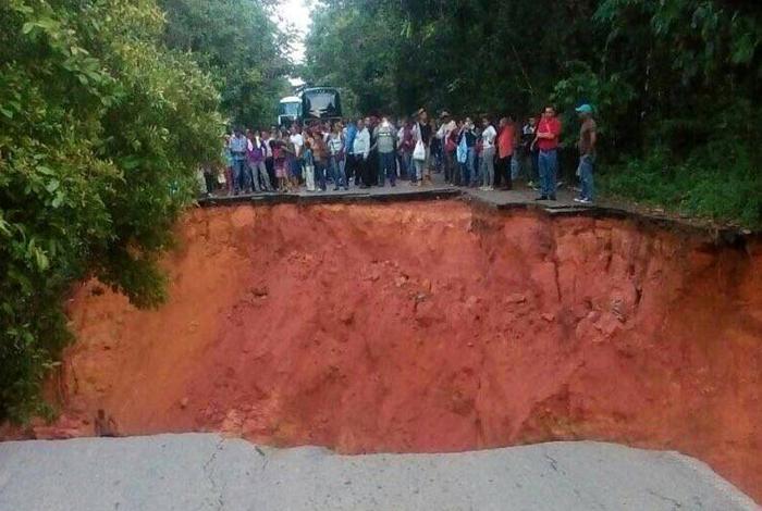 Incomunicado el sur del estado Bolívar por desplome de la Troncal 10