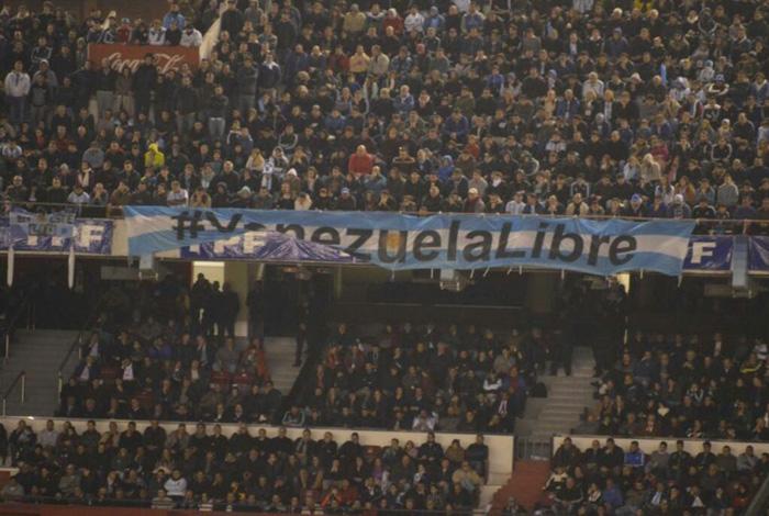 Fotos las pancartas que el gobierno no pudo tapar en el for Granitos nacionales argentinos