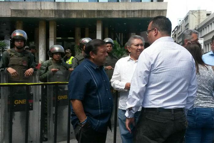 Andrés Velásquez introdujo recurso de ley ante el CNE #23Oct — FOTOS