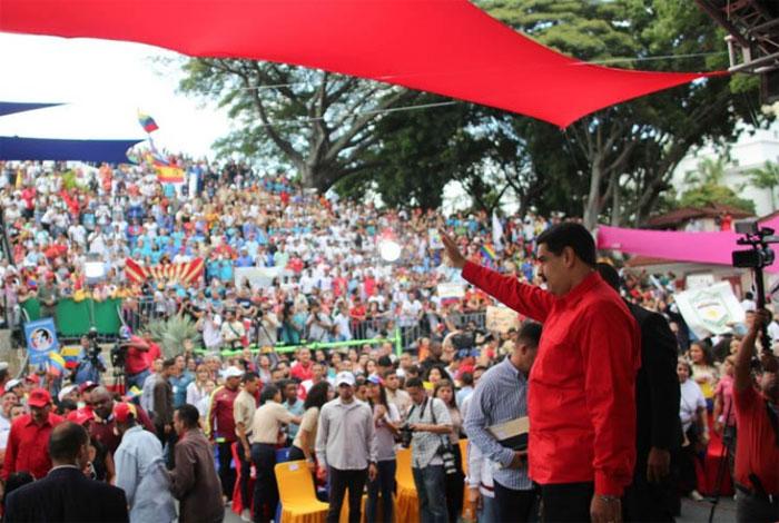 Presidente Maduro aumentó becas universitarias a 80.000 bolívares