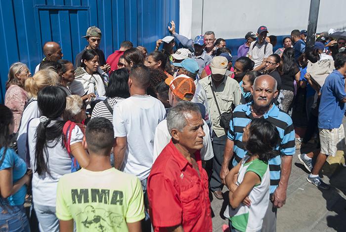 Nicolás Maduro promete en diciembre el bono especial