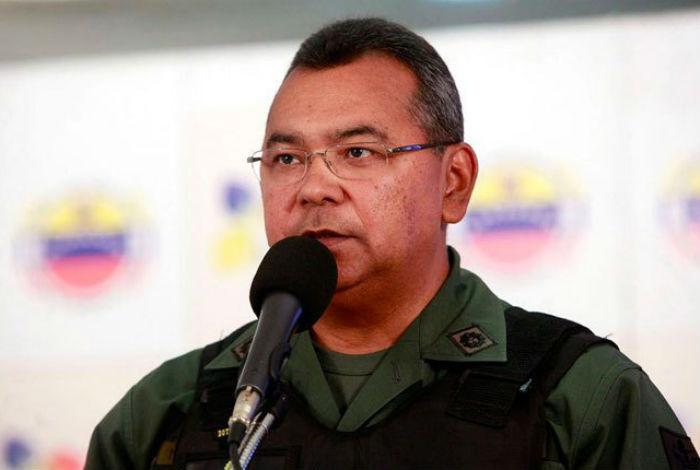 Ministro Reverol votó y recuerda escanear el Carnet de la Patria