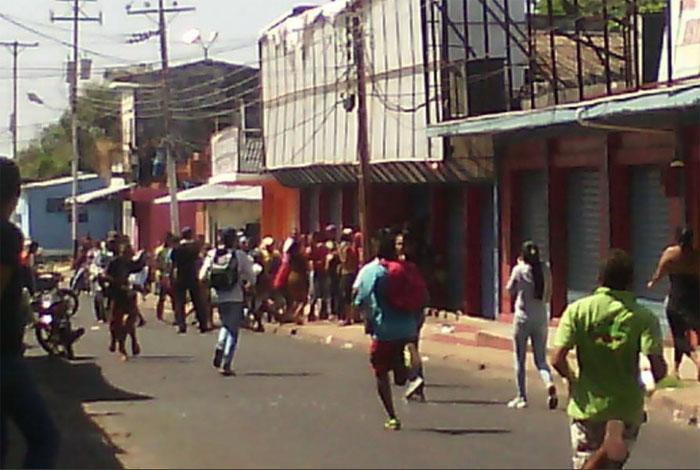 En Caicara del Orinoco dejaron más de 20 comercios saqueados